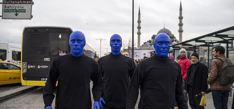 BLUE MAN GROUP PERFORMS ON ISTANBULS STREETS, SNAPPING SELFIES WITH LOCALS