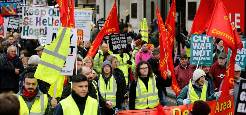 LONDONERS INSPIRED BY YELLOW VEST CALL FOR NEW ELECTION IN UK