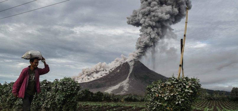 INDONESIA: SINABUNG VOLCANO ERUPTS