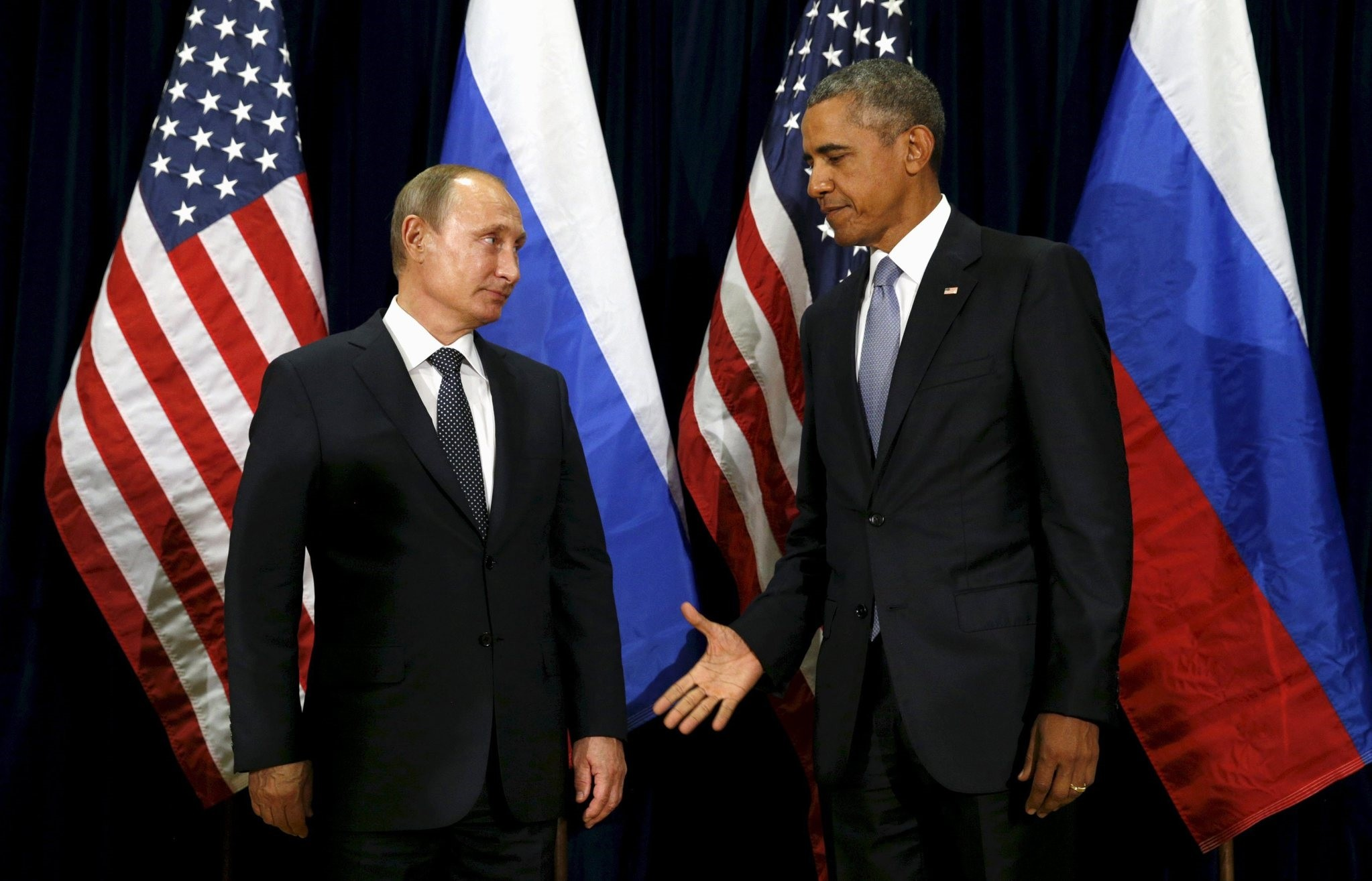 U.S. President Barack Obama extends his hand to Russian President Vladimir Putin during their meeting at the United Nations General Assembly in New York September 28, 2015. (REUTERS Photo)