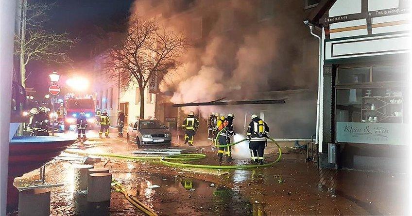 Türk marketini yaktılar