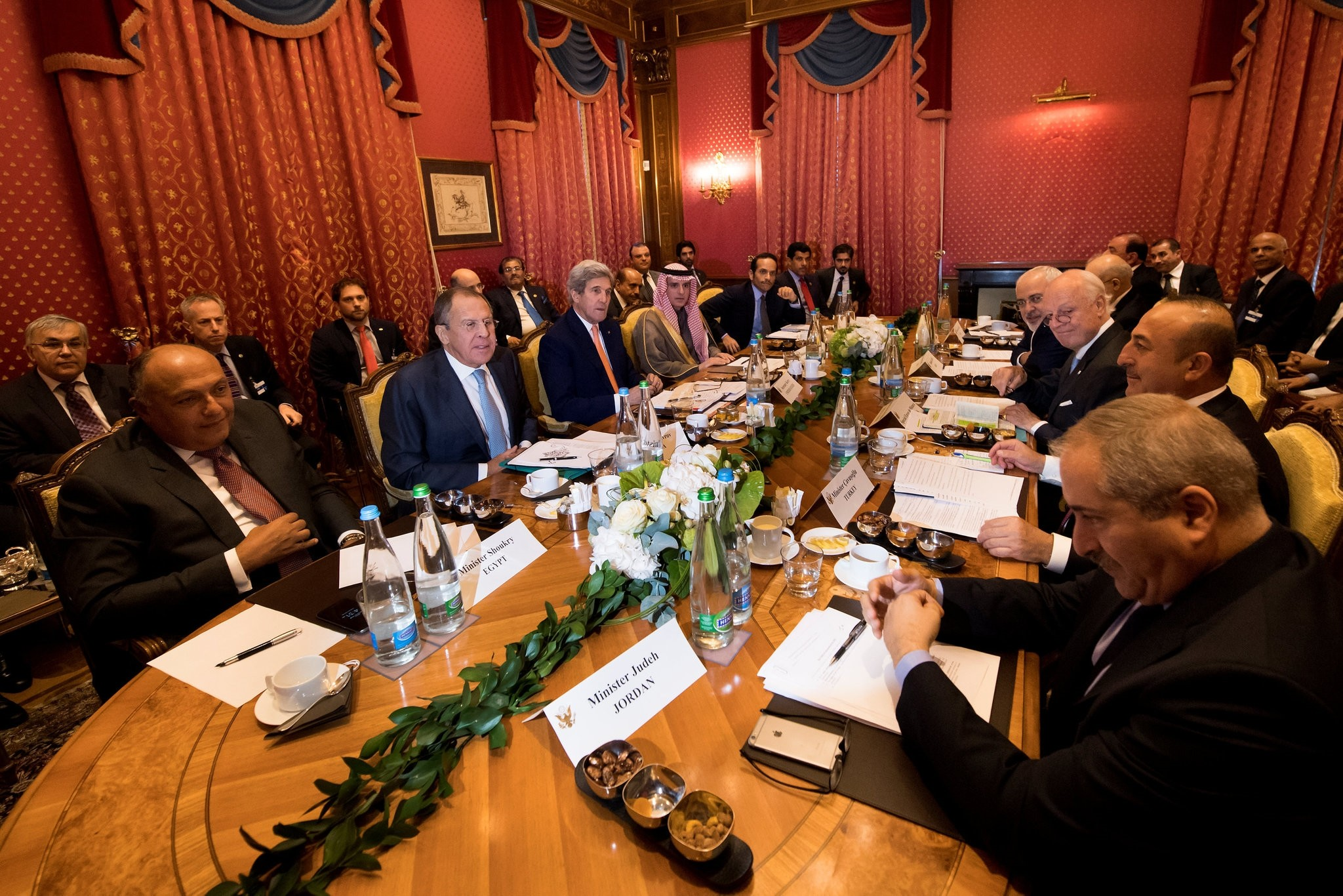 Foreign ministers of nine countries speak together around a table during a bilateral meeting where they discussed the crisis in Syria, in Lausanne, Switzerland. (REUTERS Photo)