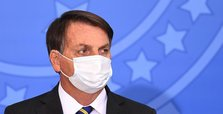 Bolsonaro vetoes payments for health staff incapacitated by virus