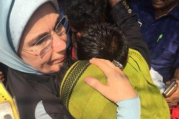 Emine Erdoğan, Arakanlı Müslümanlarla kucaklaştı