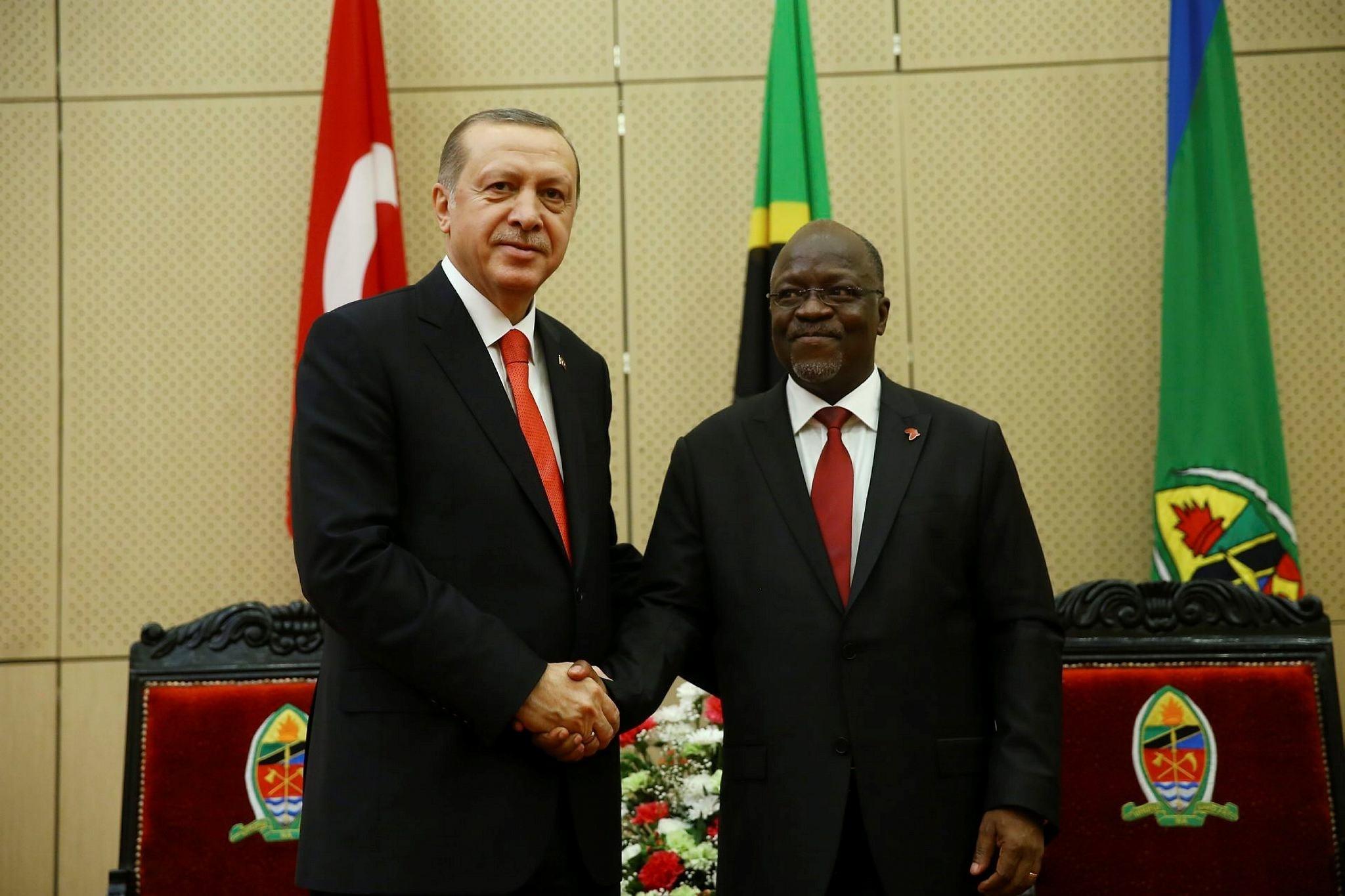 President Recep Tayyip Erdou011fan (L) shakes hands with his Tanzanian counterpart John Pombe Joseph Magufuli