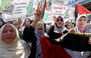 Thousands of Gazans rally to condemn Israel-UAE deal