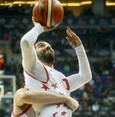 Barcelona star Arda Turan plays basketball, scores three-pointer