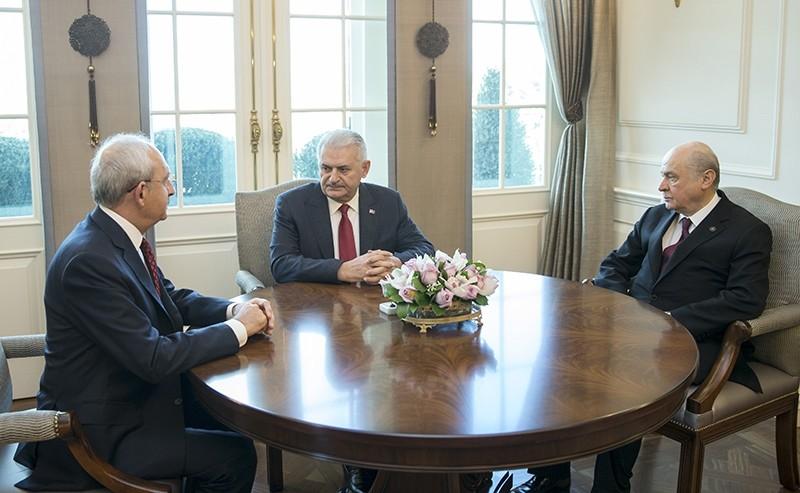 Prime Minister Binali Yu0131ldu0131ru0131m (center) speaks with opposition chairmen Kemal Ku0131lu0131u00e7darou011flu (Left) and Devlet Bahu00e7eli (Right) in Ankara, Dec. 14, 2016 (AA Photo)