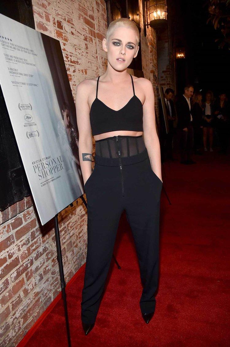 Kristen Stewart saçlarını kazıttı!