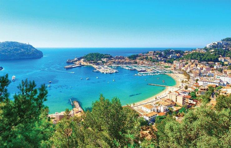 Harika iklimi, müthiş doğası, ince kumlu plajları ve tarihi yapılarıyla İspanya'nın en güzel adalarından biri olan Mayorka, dünya jet-set'inin villalarına ve yatlarına da ev sahipliği yapıyor.