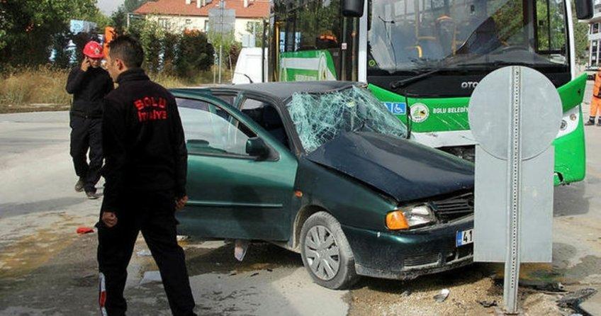 Bolu'da özel halk otobüsü otomobille çarpıştı: 5 yaralı
