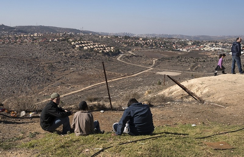 Jewish settlers on a overlook in the Jewish settlement called Amona -considered an 'illegal outpost settlement'- in the West Bank, 09 December 2016 (EPA Photo)