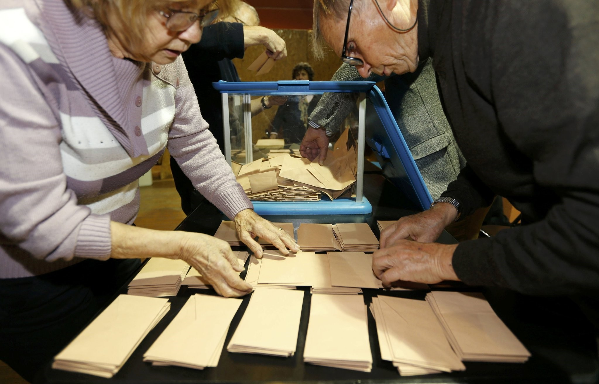 Officials stack envelopes containing ballots at a polling station in the first round vote of the French center-right presidential primary election in Bordeaux, France, November 20, 2016. (Reuters Photo)