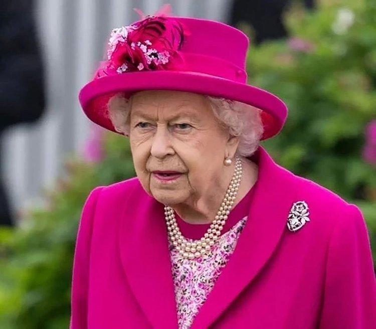 Kraliçe Elizabeth Buckingham Sarayı'nı terk etti!
