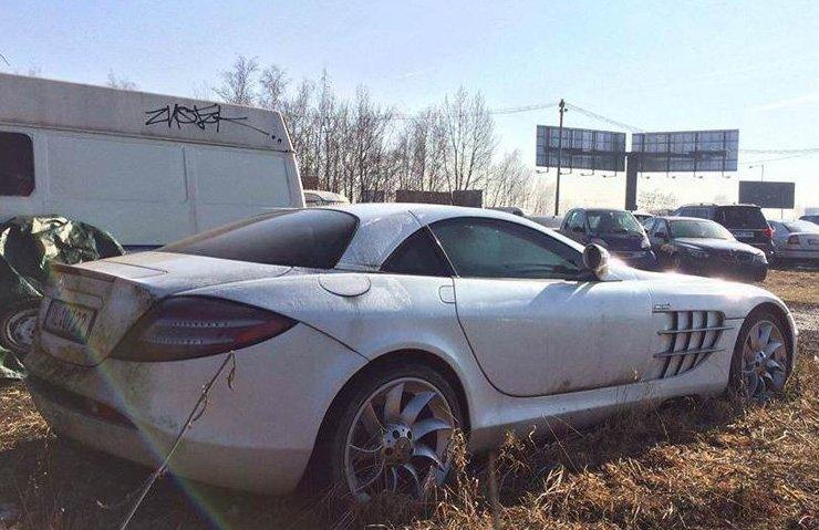 Çürümeye terk edilen Mercedes-Benz SLR McLaren