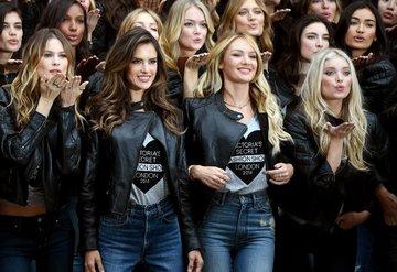 Behati Prinsloo, Victorias Secret podyumuna geri dönüyor
