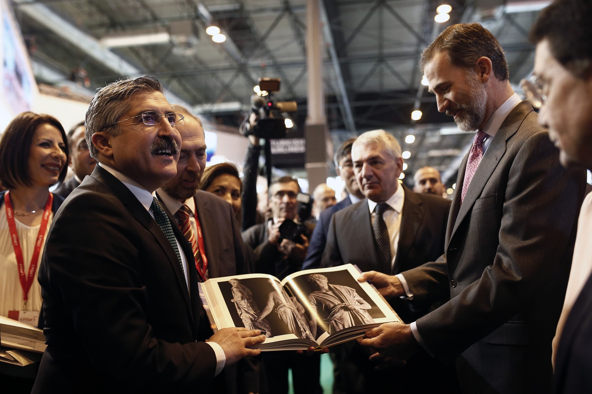 Deputy Culture and Tourism Minister Hu00fcseyin Yayman (L) and Spanish King Felipe VI (R)