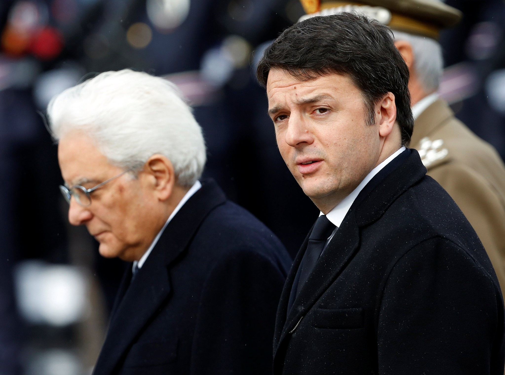 Italian Prime Minister Matteo Renzi (R) and Italy's newly elected president Sergio Mattarella as they arrive at the Unknown Soldier's monument in central Rome, February 3, 2015. (Reuters Photo)