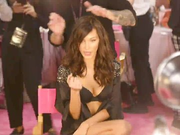 2018 Victoria's Secret Backstage'inde Bella Hadid