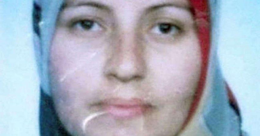 Kızı ile yeğeninin gardıroba sakladığı 2 genci hırsız sanıp bıçakladı