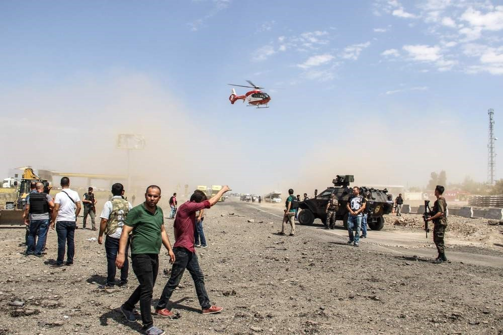 An ambulance helicopter landing as Turkish police officers and rescue personnel search the site of a car bomb explosion by the PKK on Aug. 15 in Turkey's southeastern city of Diyarbaku0131r. (AFP Photo)