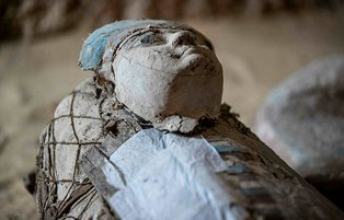 Egypt discovers 4,400-year-old tomb of two priests near pyramids