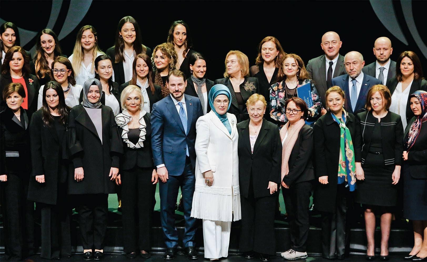 TÜRKİYE'YE ENERJİ VEREN KADINLAR ÖDÜLLENDİRİLDİ