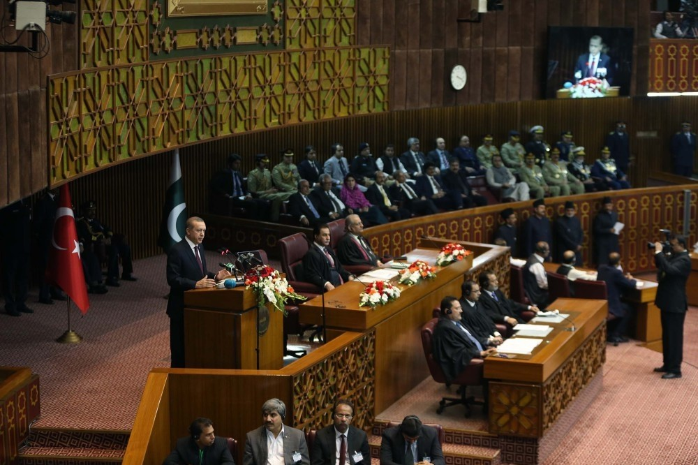 President Recep Tayyip Erdou011fan delivered a speech at Pakistan's parliament before lawmakers, the prime minister and the military leadership on Nov. 17, 2016