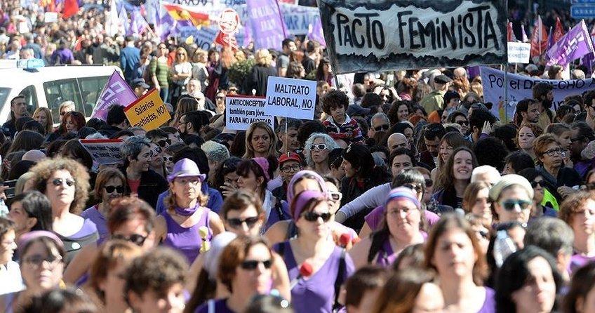 İspanyol kadınlar işte ve evde greve gidiyor