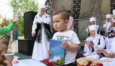 Kazaklar Duşak Kesme Geleneğini Yaşatıyor