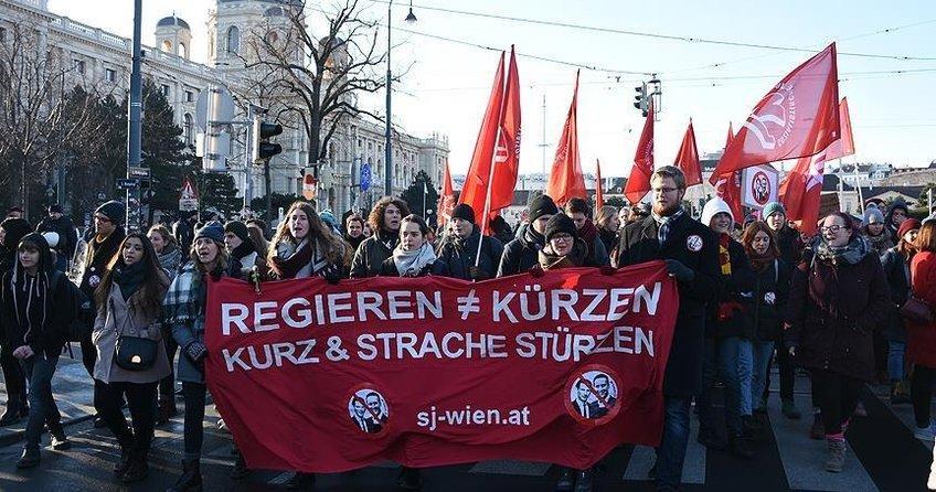 Viyana'da aşırı sağcı hükümeti protesto edildi