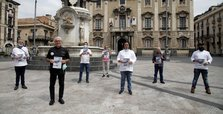 Italy to recruit 60,000 volunteers as social distancing monitors