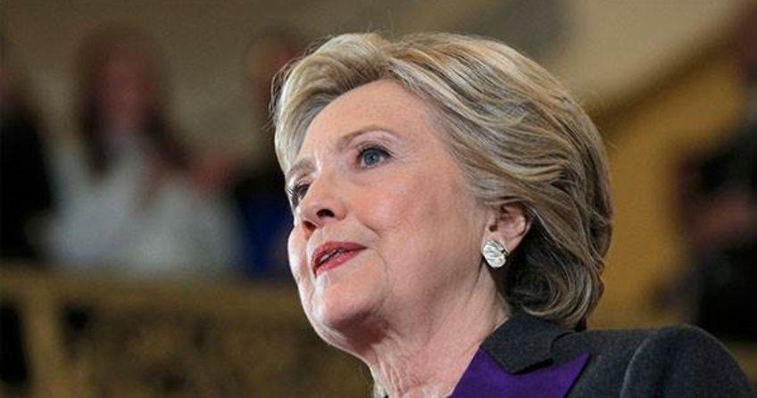 Clinton yenilgiden sonra ilk kez halk karşısına çıktı