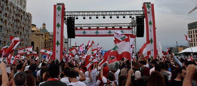Lübnan'da Başbakanın istifasına rağmen gösteriler devam ediyor