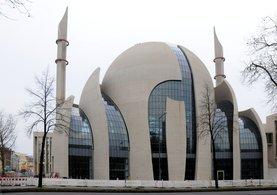 Almanya camilere örgütlere verecek!