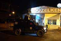 Several suspects linked to the deadly terrorist attack on a popular Istanbul nightclub on New Year's Day were detained early Thursday on the outskirts of the city, police sources said.