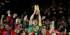 Iker Casillas announces retirement from football
