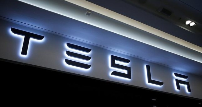 US ends probe of fatal Tesla crash without recall