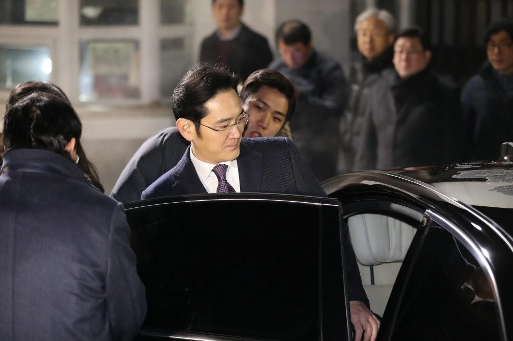 Lee Jae-yong, vice chairman of Samsung Electronics., gets into his car to leave a detention center south of Seoul, South Korea, yesterday, after a local court rejected an arrest warrant sought for him.