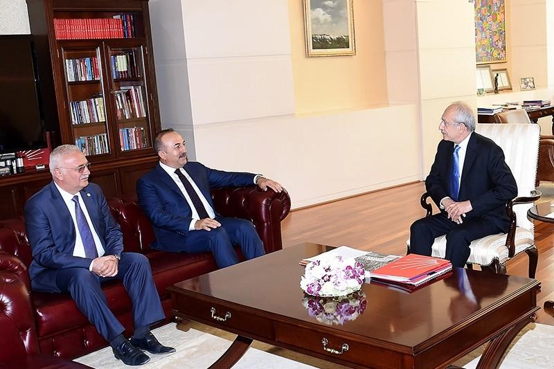CHP Chairman Kemal Ku0131lu0131u00e7darou011flu (right) met with Foreign Minister Mevlu00fct u00c7avuu015fou011flu (Center) and AK Party Group Dep. Chairman Mustafa Elitau015f (Left) (DHA Photo)