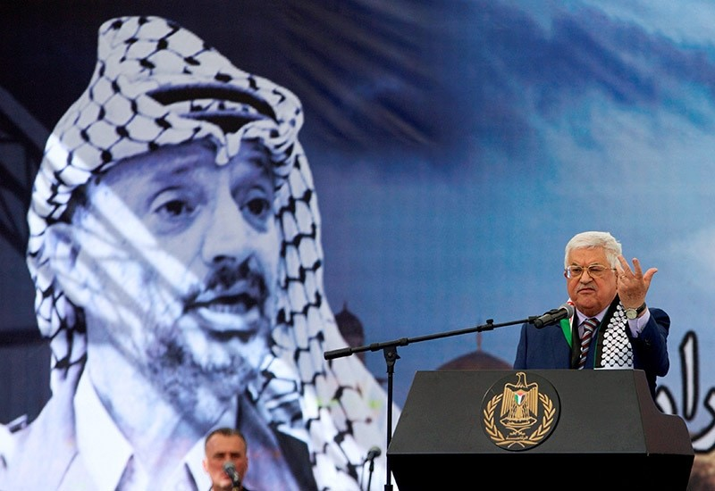 Palestinian President Mahmoud Abbas gestures as he delivers a speech during a rally marking the 12th anniversary of Palestinian leader Yasser Arafat's death, in the West Bank city of Ramallah November 10, 2016. (Reuters Photo)