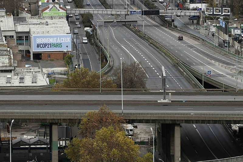 A view shows the Boulevard Peripherique (Paris' ring road) and the A1 motorway without traffic at Porte de la Chapelle in Paris, France in Nov. 2015. (Reuters Photo)