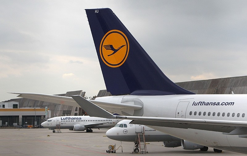 This file photo taken on November 06, 2015 shows aircrafts of German airline Lufthansa parked at the airport in Frankfurt am Main, as the flight attendants' union UFO called a nine-hour strike. (AFP Photo)