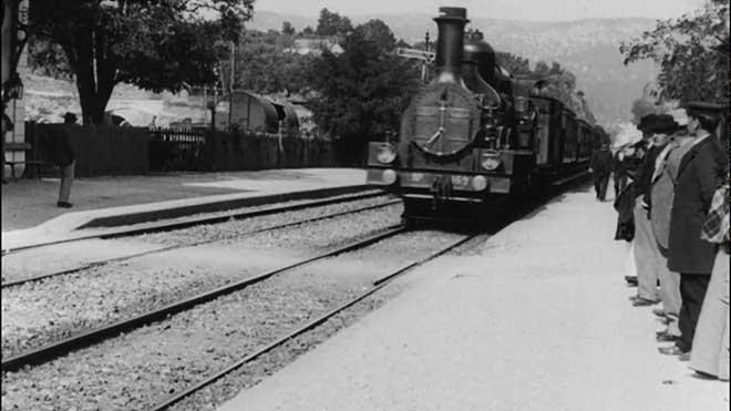 trenin gara girişi ile ilgili görsel sonucu