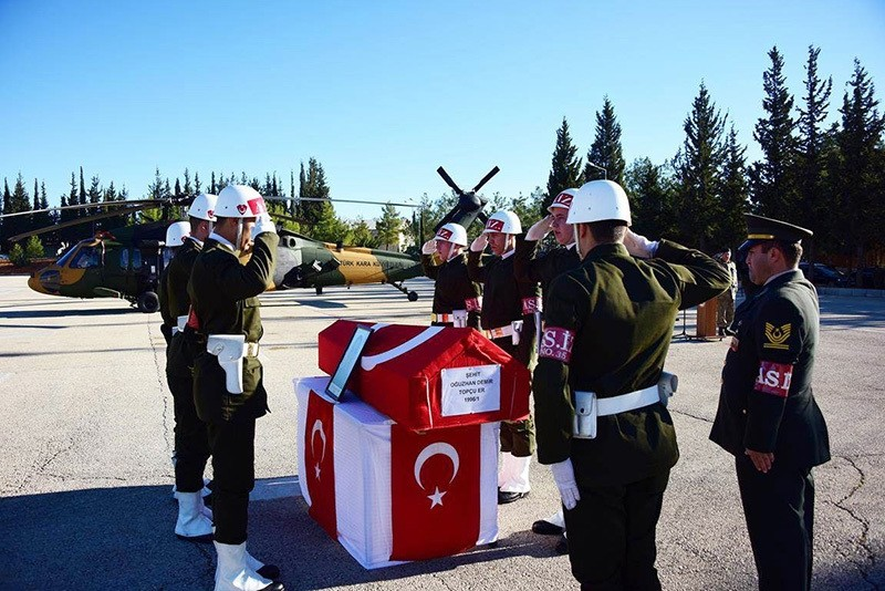 This file photo on Nov. 20, 2016 shows a funeral ceremony in Gaziantep, southern Turkey, for Ou011fuzhan Demir, who was killed fighting Daesh in northern Syria, before his body transferred to his hometown of Gebze in northern Turkey. (IHA Photo)