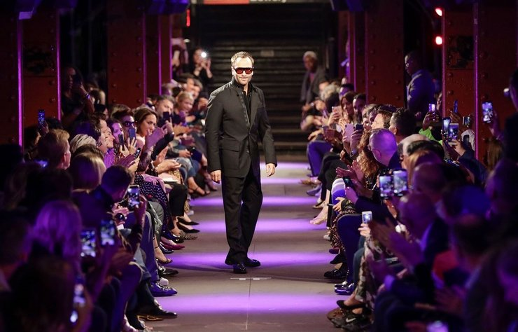 Tom Ford New York Moda Haftası'nda canlı defile gerçekleştireceğini doğruladı.