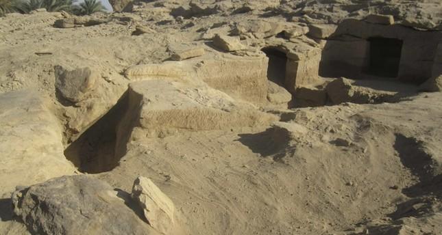 الآثار المصرية تعلن اكتشاف 12 مقبرة فرعونية في أسوان