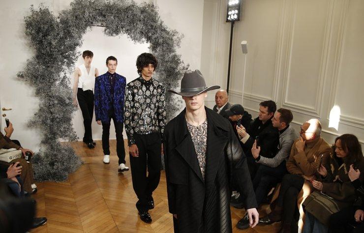 Clare Waight Keller imzalı Givenchy Erkek Sonbahar/Kış 2020 koleksiyonu Paris'te görücüye çıktı.