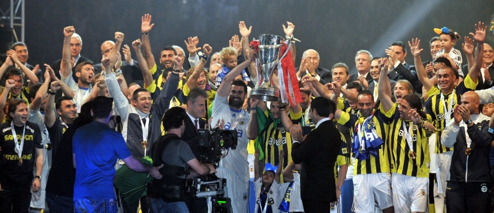 At the end of the 2010-11 Turkish football season, Fenerbahu00e7e were crowned champions after finishing with the same number of points (82) as title rivals Trabzonspor.