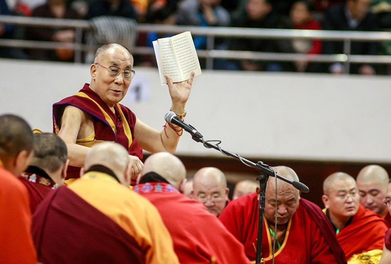 The Dalai Lama waves to worshippers during ceremonies at the Buyant Ukhaa sports stadium in Ulaanbaatar, the capital city of Mongolia, on Nov. 20, 2016. (AFP Photo)